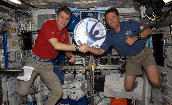 L'italiano Paolo Nespoli e altri due astronauti raggiungo la staziona spaziale