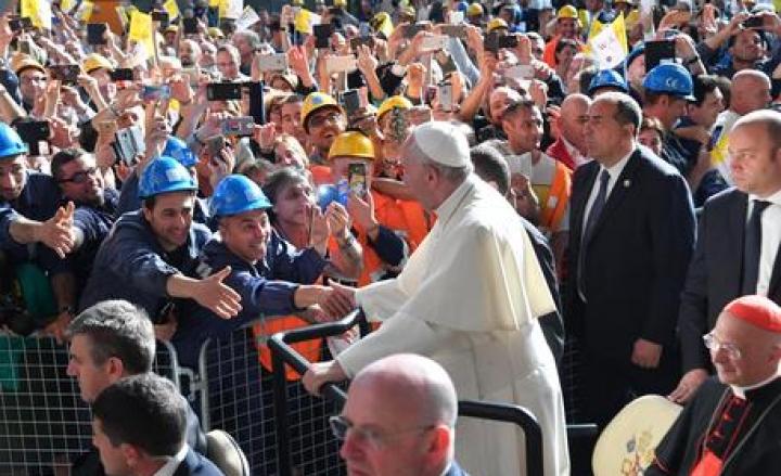 Genova oggi accoglie Papa Francesco: incontro con gli operai Ilva