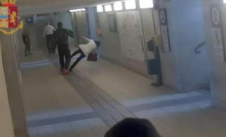 Lecco, aggredisce due donne nel sottopasso della stazione: arrestato